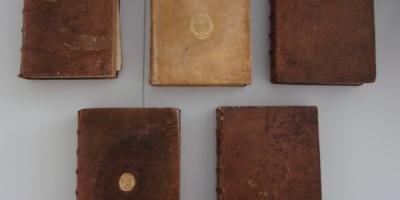 Les cinq exemplaires de l'Institution au droit françois