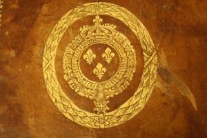 Armes royales estampées. Photo Médiathèque Saint-Malo