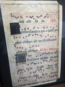 """Page d'un antiphonaire (de antiphona, """"antienne"""", refrain d'un psaume), recueil de musique chorale pour les offices chantés (VIIIème au XVIème)"""